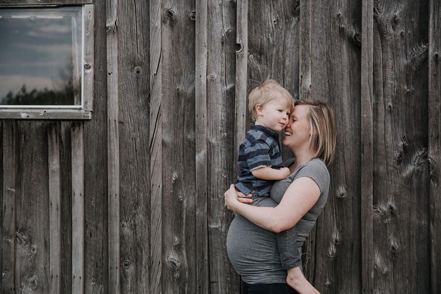 Maternity Photoshoot in Tara. Owen Sound maternity photographer. Grey Bruce maternity photographer. Maternity photography.
